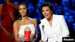 Reality stars Kim Kardashian (L) and Kris Jenner accept the award for Best Reality Series or Franchise