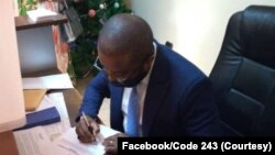 Dieudonné Kasembo na maponami ya kobandela mpo na mokambi ya FEC (Fédération ya ba entreprises ya Congo) na Kinshasa, RDC, 23 décembre 2020. (Facebook/Code 243)