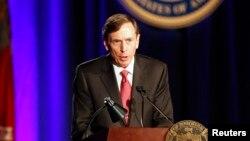Ông David Petraeus bác bỏ chuyện tiết lộ thông tin mật cho tình nhân khi còn là giám đốc CIA.