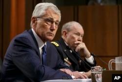 Mudofaa vaziri Chak Xeygl, general Martin Dempsi Kongressdagi tinglovda. 16-sentabr, 2014-yil.