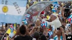 Đức Giáo Hoàng đến Quảng trường Cách mạng ở Havana để cử hành Thánh lễ ngày 20/9/2015.