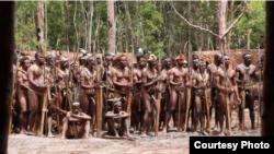 Masyarakat adat Kombai saat penyelenggaraan Festival Pesta Ulat Sagu di Kampung Uni, Distrik Bomakia, Kabupaten Boven Digoel, Provinsi Papua. (Courtesy: Yayasan EcoNusa)