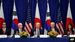 El presidente de EE.UU., Donald Trump, anunció las nuevas sanciones a Corea del Norte durante un almuerzo con el Presidente de Corea del Sur y el Primer ministro de Japón en Nueva York, al margen de la Asamblea General de la ONU. Septiembre 21, 2017.