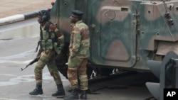 Kambani yeZimbabwe Defence Industries ndiyo inogadzira zvombo munyika.