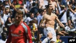 Le Suédois Zlatan Ibrahimovic a marqué deux fois en moins de 20 minutes pour donner la victoire à son équipe le Los Angeles Galaxy (4-3) lors de son 1er match en MLS, le 31 mars 2018.
