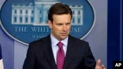 White House principal deputy press secretary Josh Earnest answers questions during his daily news briefing at the White House in Washington, Aug., 19, 2013.
