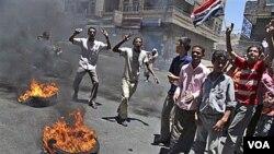 Más de 120 personas han muerto en enfrentamientos contra las fuerzas de seguridad de Yemen.