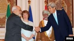 Ngoại trưởng Hoa Kỳ John Kerry và Bộ trưởng Ngoại giao Iran Javad Zarif gặp nhau tại Oman, ngày 9/11/2014.
