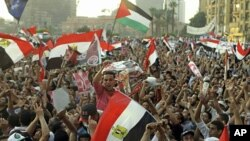 Muslim Brotherhood's supporters chant slogans in Cairo's Tahrir Square, June 19, 2012 (AP).