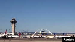 2013年2月20日洛杉矶国际机场和指挥塔