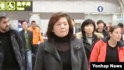 최선희 북한 외무성 미국 국장이 15일 중국 베이징 국제공항에 도착하고 있다.