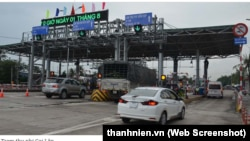 Trạm thu phí đường tránh thị xã Cai Lậy ̣ (Ảnh chụp màn hình báo Thanh niên)