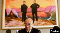 북한의 서세평 제네바 대표부 대사가 지난해 7월 기자회견을 열고 인권 문제 등에 관한 북한 정부의 입장을 밝히고 있다. (자료사진)