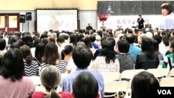 在2019年10月12日於爾灣南海岸中華文化中心舉行的讀者見面會上,龍應台女士分享對親情、生死的感悟。