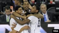La celebración de Connecticut tras vencer a Butler en la final por 53 a 41 y ganar el campeonato nacional de básquetbol universitario de Estados Unidos.