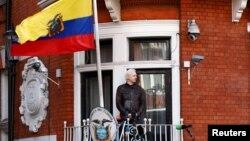 Джулиан Ассанж в здании посольства Эквадора