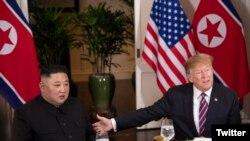 Perezida Donald Trump n'umuyobozi wa Koreya ya ruguru Kim Jon Un bahuye gato i Hanoi