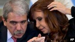 Aníbal Fernández, izquierda, fue el exjefe de gabinete de Cristina Fernández de Kirchner y asegura que no tiene nada que ocultar.