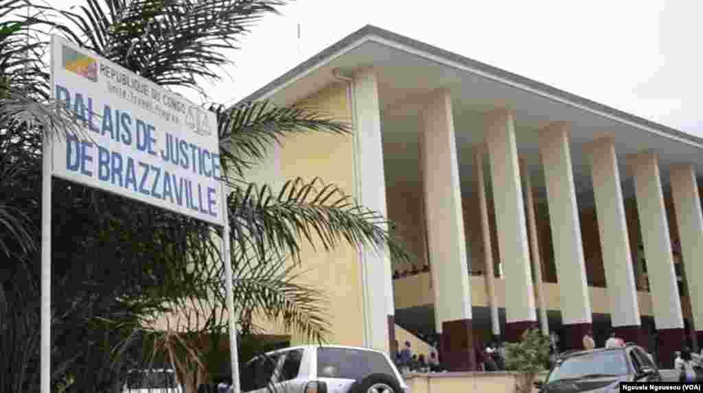 Jeudi 18 août au Palais de justice de Brazzaville où est jugé le général Mokoko. (Ngouela Ngoussou/VOA)