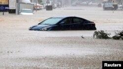سیل ناشی از طوفان شاهین در عمان - ۱۱ مهر ۱۴۰۰