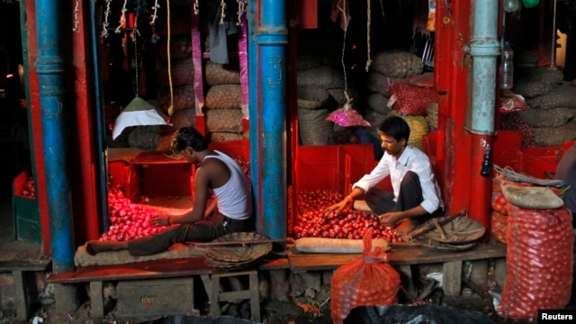Vendors sort onions at a wholesale vegetable market in Kolkata, Sept. 18, 2013.