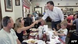 Mit Romni hap fushatën presidenciale me kritika ndaj presidentit Obama