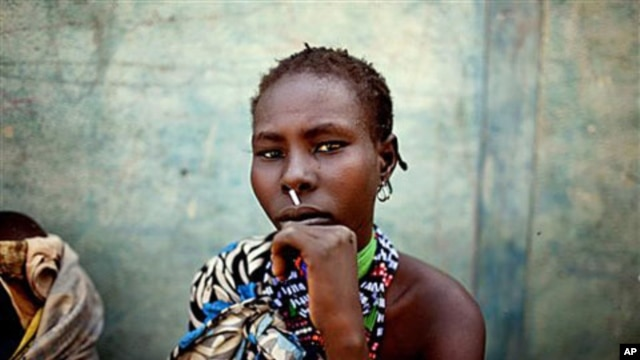 A woman from the Murle tribe awaits food distribution in the town of Pibor, South Sudan, February 2, 2012. The Murle of South Sudan's Jonglei State, have been involved in fierce tribal violence with the neighboring Lou Nuer tribe. The two groups have long