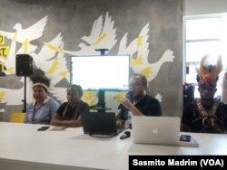 Perwakilan masyarakat adat dari sejumlah wilayah di Papua saat menggelar konferensi pers di kantor Amnesty Internasional Indonesia di Jakarta, Jumat (8/11/2019).