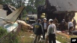 Место катастрофы самолета Rockwell 960B в городе Ист-Хейвен, штат Коннектикут. 9 августа 2013г.