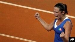 Roberta Vinci berteriak senang setelah mengalahkan Samantha Stosur 6-2, 6-4 (foto: Dok).