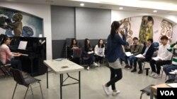 지난 21일 한국 연세대학교 학생회관에서 남과 북의 청년들이 함께 참여하는 '통일하모니' 합창단이 연습 중이다.