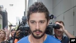 LaBeouf de 28 años de edad, fue detenido el pasado jueves por la noche por causar un disturbio en un show de Broadway.