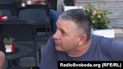 Житель південної частини етнічно розділеної Митровиці, албанець Куштим