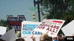 Demonstrators for and against the Affordable Health Act protest in Washington