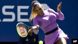 La superstar américaine du tennis Serena Williams, lors des championnats de tennis de l'US Open, le vendredi 30 août 2019, à New York. (AP Photo/Sarah Stier)
