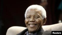 Người anh hùng chiến đấu chống nạn diệt chủng apartheid, cựu Tổng thống Nam Phi Nelson Mandela