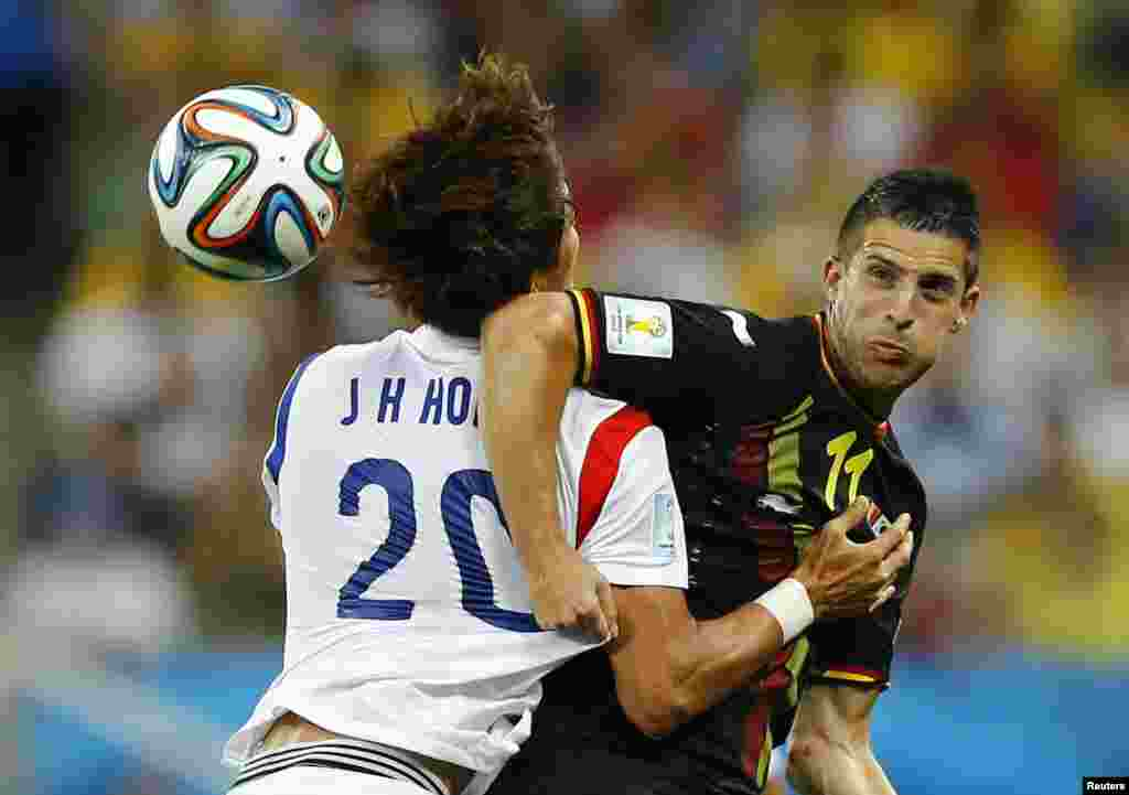 South Korea's Hong Jeong-ho (20) fights for the ball with Belgium's Kevin Mirallas at the Corinthians arena in Sao Paulo, June 26, 2014.