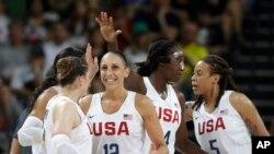 美國女子籃球星期六在里約奧運上連續第六次贏得冠軍