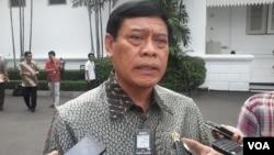 Menkopolhukam Tedjo Edy Purdijanto memberikan penjelasan kepada wartawan (foto: dok. VOA/Andylala).