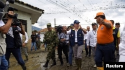 Perezida wa Colombiya, Juan Manuel Santos ariko agengera uturere twasinzikajwe n'imvura.