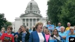 Một cuộc tuần hành bảo vệ Luật chăm sóc sức khỏe.