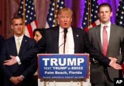Palm Beach, Florida'da konuşan Donald Trump