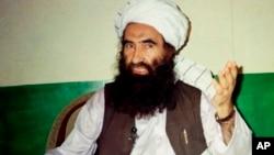 លោក Jalaluddin Haqqani អ្នកបង្កើតបណ្តាញ Haqqani ថ្លែងនៅក្នុងបទសម្ភាសន៍មួយនៅក្នុងក្រុង Miram Shah ប្រទេសប៉ាគីស្ថាន កាលពីថ្ងៃទី២២ ខែសីហា ឆ្នាំ១៩៩៨។
