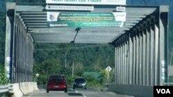 Infrastruktur jalan jembatan yang dibangun di pantai barat Aceh, salah satu penunjang sarana investasi global. (Foto: ilustrasi).