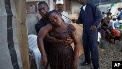 ຜູ້ປ່ວຍທີ່ເປັນໂຣກທອງຊຸຄົນນງ ໃນນະຄອນຫລວງ Port-au-Prince ຂອງປະເທດເກາະ Haiti ທໄດປະສົບກັບການລະບາດຂອງໂຣກນ.
