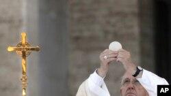 ပုပ္ရဟန္းမင္းႀကီး Francis ျမန္မာခရီးစဥ္ ျပည္ပေရာက္ ကက္သလစ္ေတြႀကိဳဆုိ
