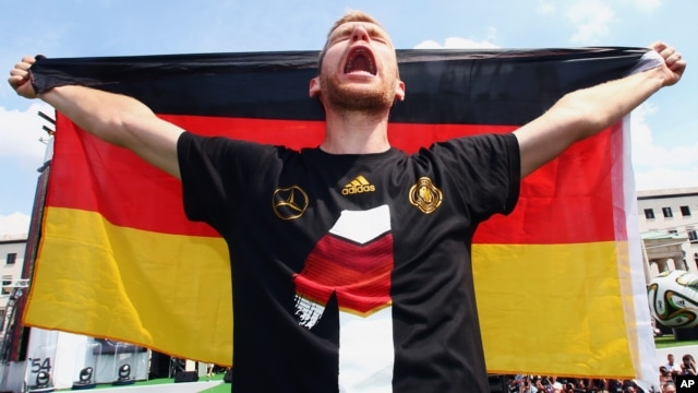 German soccer player Per Mertesacker celebrates Germany's World Cup win at the German team victory ceremony near the Brandenburg Gate in Berlin, Germany, July 15,  2014.