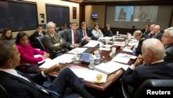 Presiden AS Barack Obama (depan) dalam pertemuan membahas situasi di Ukraina di Gedung Putih, Washington DC, 3 Maret 2014 (Foto: dok).