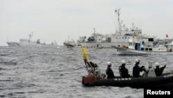 日本海岸警衛隊說,三艘中國海監船星期六進入兩國爭奪的尖閣列島周圍水域