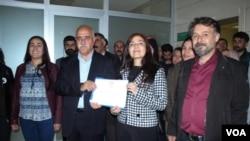 Hevşaredarên bajarê mezin yên Partîya Demokartîk ya Gelan (HDP) Bedîa Ozgokçe Ertan û Mustafa Avci